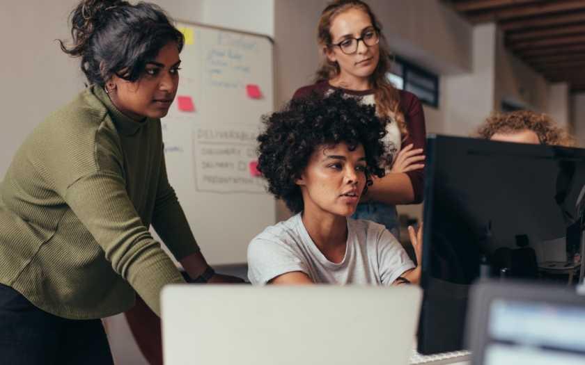 Por que as mulheres se destacam na comunicação visual