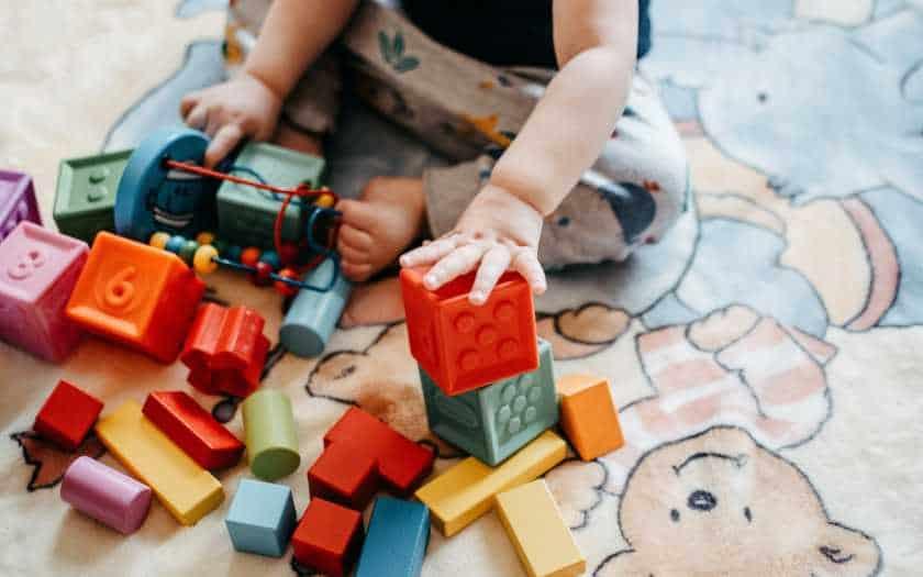 Conheça as vantagens de cuidar da criança em casa